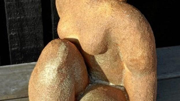 På weekendens kunstudstilling i Skørping kan man blandt andet se svulmende kvindefigurer af Vibeke Gaard, Nibe. Privatfoto