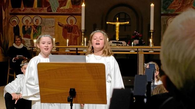 """Lilly og Emma synger """"Away in a Manger"""". Foto: Niels Helver Niels Helver"""