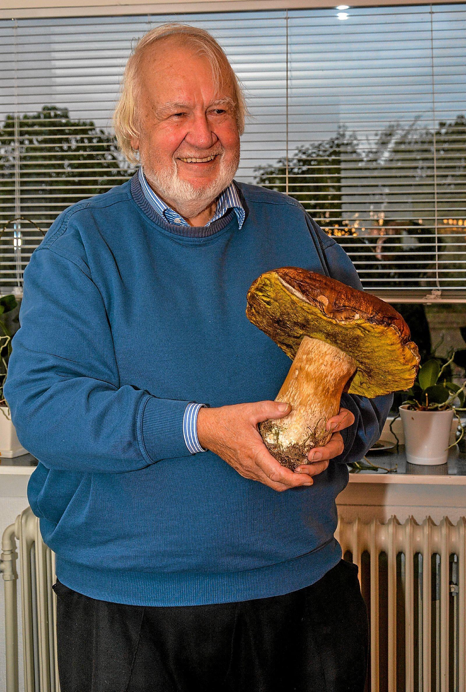 Gerd Bittner ses her med den store Karl Johan. Foto: Mogens Lynge