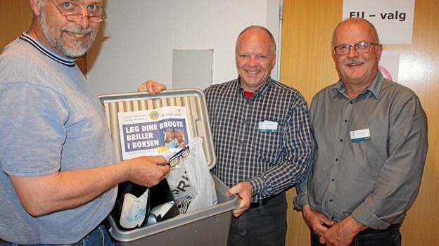 De tre valgstyrere i Haverslev Morten Lem, Peter Bak og Peter Hjulmand kunne berette om en stor opbakning til brilleindsamlingen, og nogle vælgere gik ligefrem hjem og hentede flere af deres aflagte briller. Privatfoto
