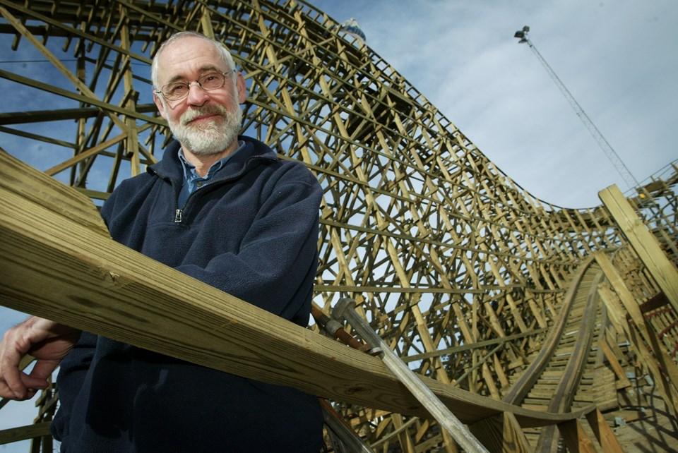 Søren Kragelund, direktør i Fårup Sommerland, foran det års nyhed den store rutchebane i træ.  Foto: Martin Damgård