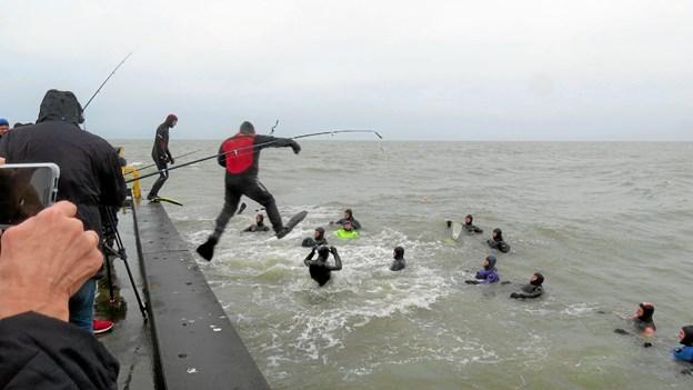 17 dykkere deltog i nytårskuren. Foto: Kirsten Olsen Kirsten Olsen