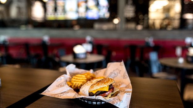 Konceptet bygger på store flammegrillede amerikanske burgere. PR Foto