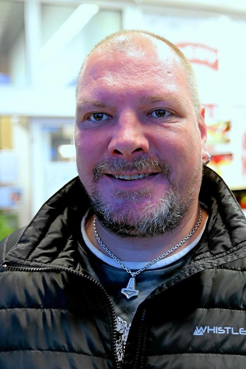 Thomas Mikkelsen: - Jeg ved, at det er et krav i flere af vores nabolandet. Det burde det også være herhjemme. Sommerdæk er ikke egnede på denne tid af året. Foto: Allan Mortensen