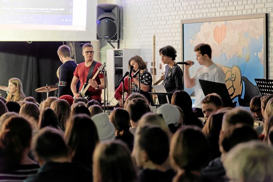 """Elever fra """"Broadway-klassen"""" havde sammensat et band til lejligheden. Foto: Niels Helver Niels Helver"""