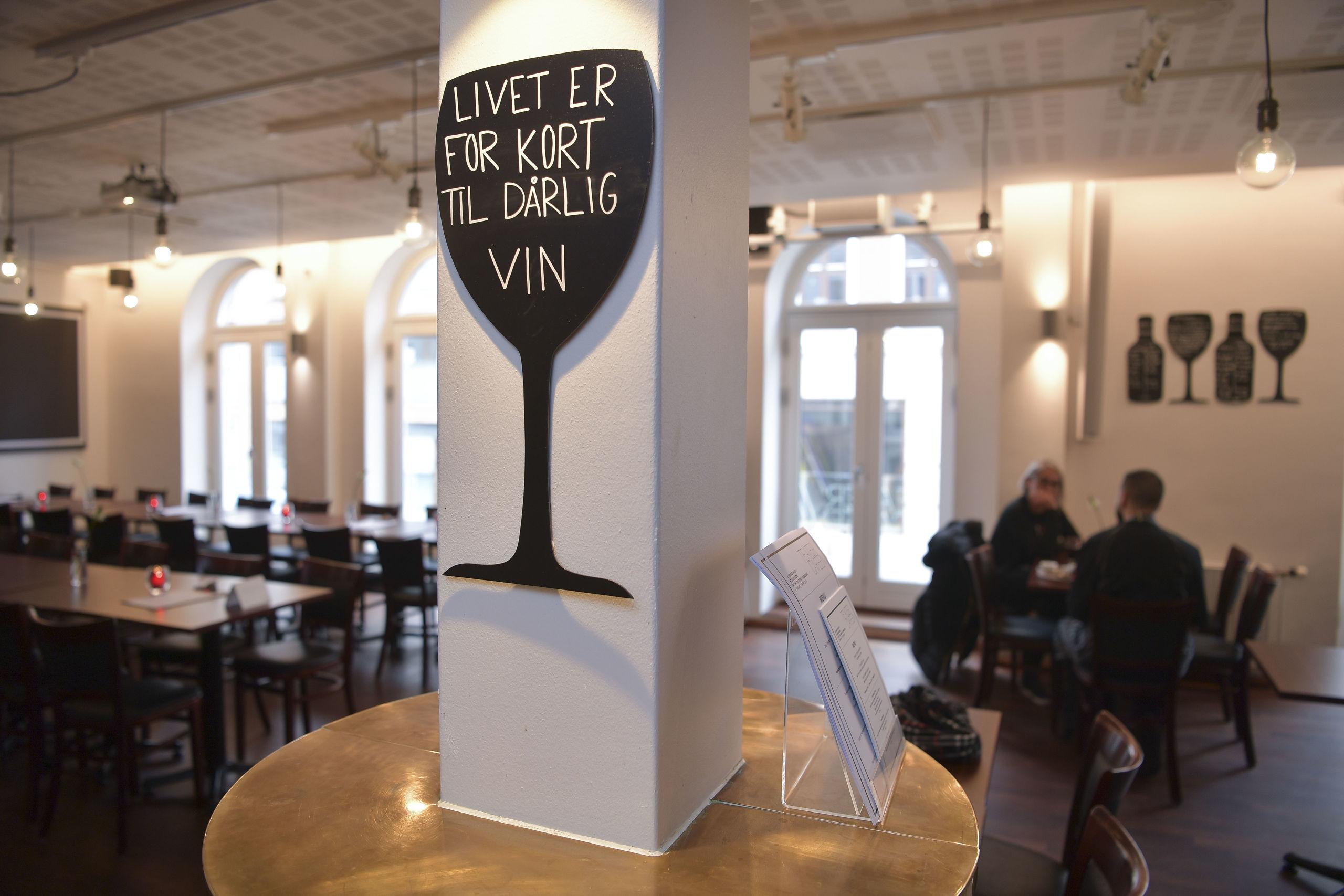 Vinen på Teatercaféen smager en smule anderledes på grund af måden, den opbevares på. Foto: Claus Søndberg