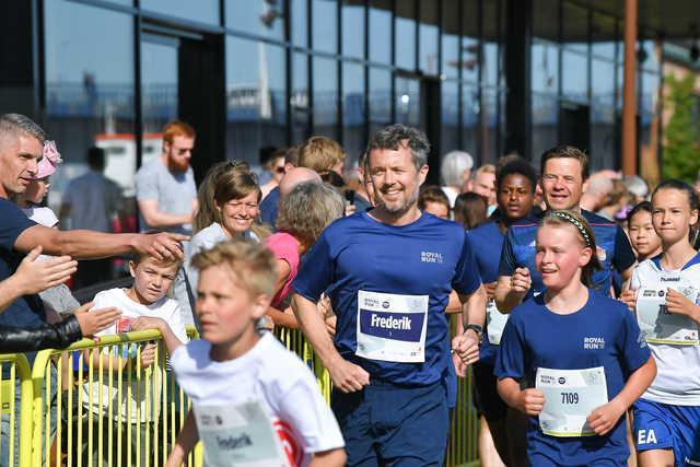 Der var godt og vel 9.000 løbere samlet til sidste års royale løb. Her ses blandt andre Kronprins Frederik og Thomas Kastrup-Larsen på One Mile-ruten. Arkivfoto: Hans Ravn