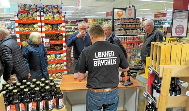 Medisterbajer fra Løkken Bryghus til at skylle det hele ned med. Foto: Kirsten Olsen Kirsten Olsen