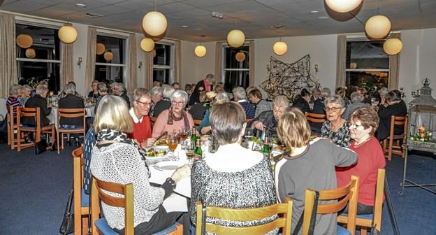 Efter generalforsamlingen blev der hygget under traktementet. Foto: Mogens Lynge Mogens Lynge