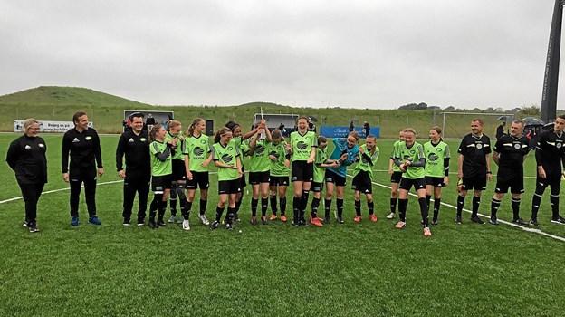 FC Thys U 13 piger kunne juble, da de vandt den jysk-fynske pokalfinale i onsdags i Mejrup. Privatfoto