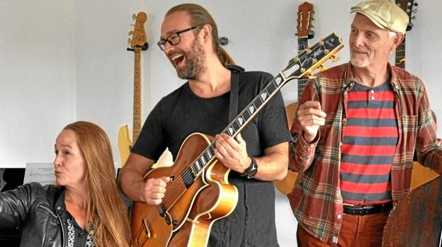 Karen Grarup, Rasmus Birk og Olav Gudnason spiller jazz i Hans Egede Kirke nytårsdag. Privatfoto