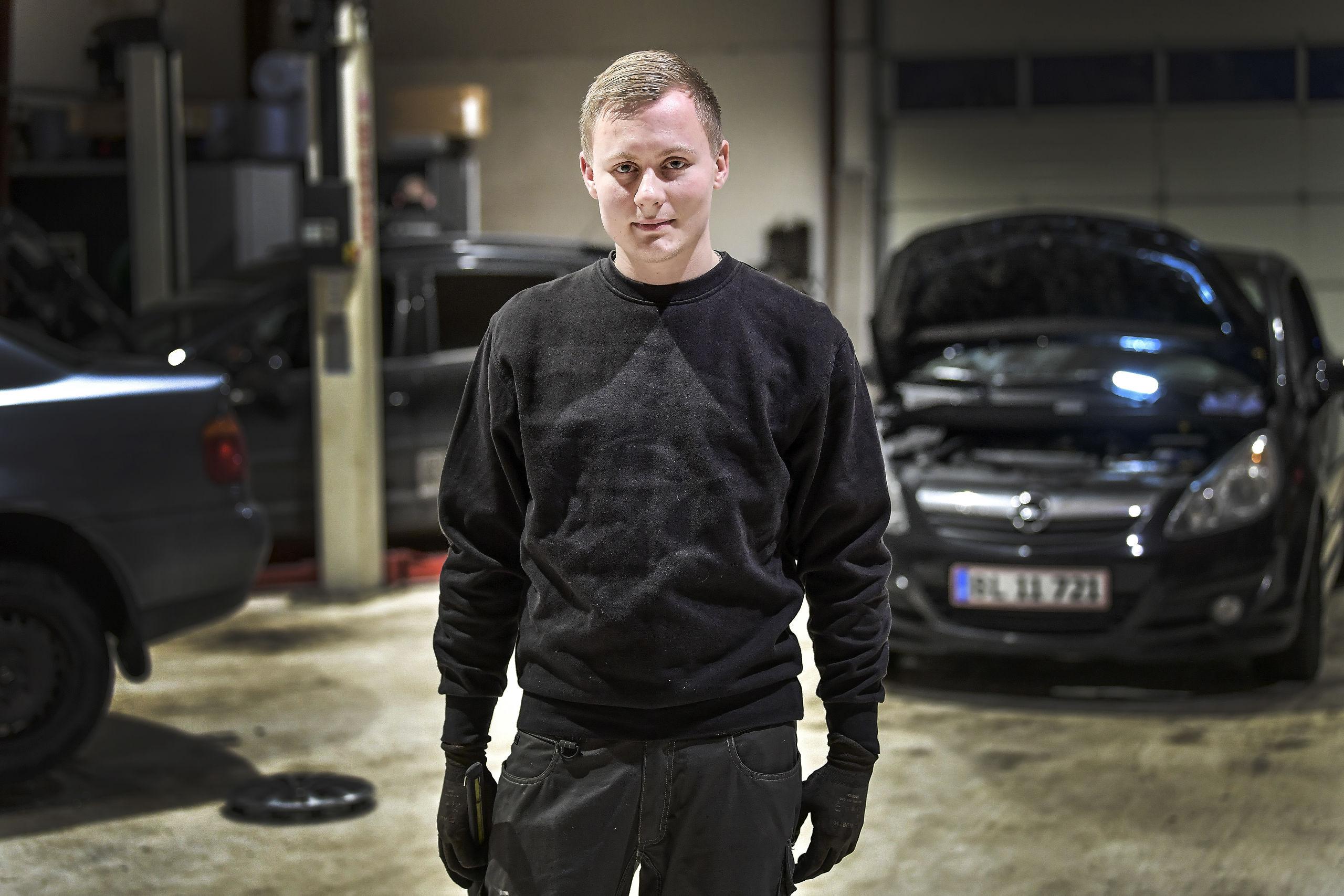 Han er glad for sit arbejde, men er klar til at satse på CarAdvice, hvis det bliver en succes. Foto: Michael Koch