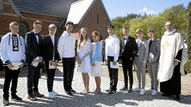 Lørdag blev 10 unge konfirmeret i Hou Kirke. Foto: Allan Mortensen