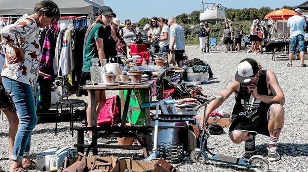 Man kunne gøre en god handel i en af de mange boder på kræmmermarkedet. Foto: Peter Jørgensen Peter Jørgensen