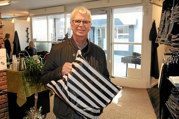 Tom Simonsen Brovst er meget glad for igen at kunne handle lokalt. Foto: Flemming Dahl Jensen Flemming Dahl Jensen