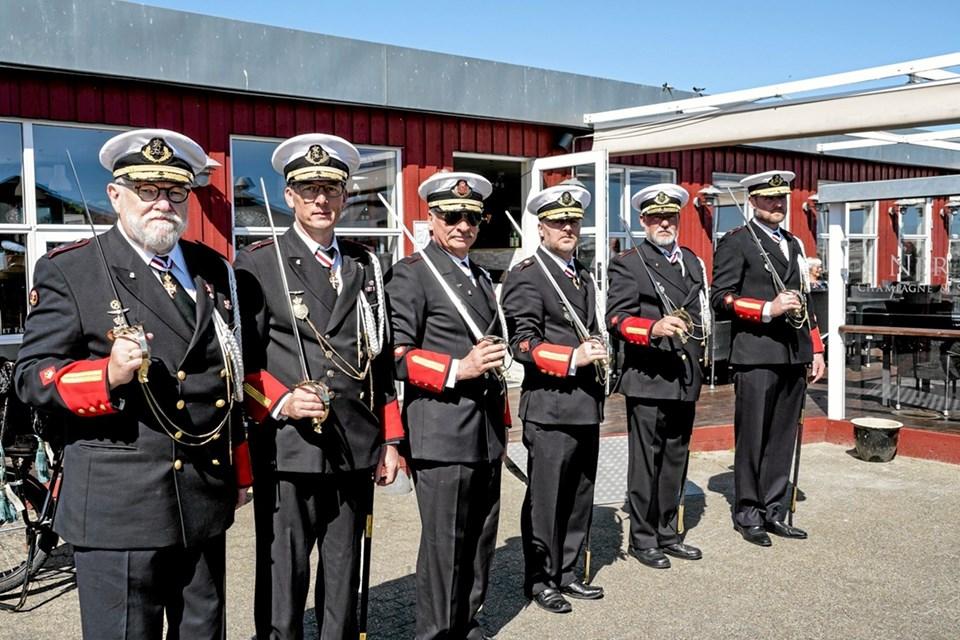 Senest har lauget fået lavet 9 marine officers sabler. Foto: Peter Jørgensen