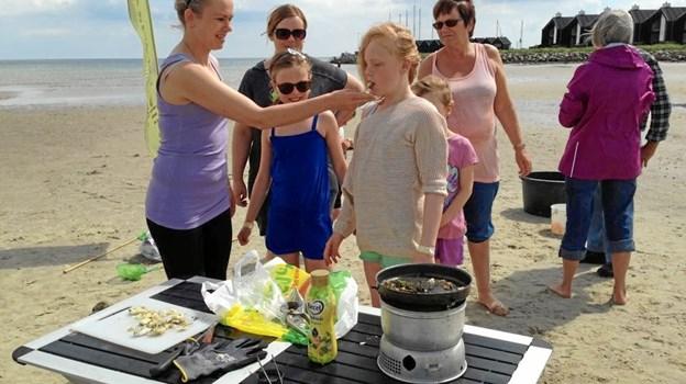 Det går helt i fisk i Øster Hurup, når Lille Vildmosecentret hjælper børnene med at fange fisk og tilberede dem. Privatfoto