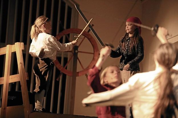 'Splitte mine bramsejl' var en drabelig forestilling om sømænd og pirater. Foto: Allan Mortensen