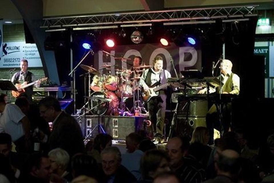 HOOP fejrede 25 års jubilæum i Brønderslev-hallen. Gæstebudet var stort, og både musikere og gæster sørgede for toptunet feststemning. Foto: Per Kolind