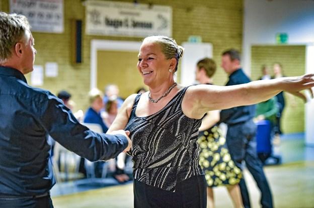 Smil og godt humør, da eleverne fra Thy og Mors dansede i Bankohallen i Nykøbing. Foto: Ole Iversen