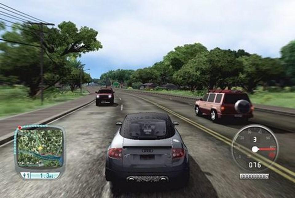 Visheden om, at der sidder levende mennesker bag rattet i flere af de andre biler, højner oplevelsen betydeligt.