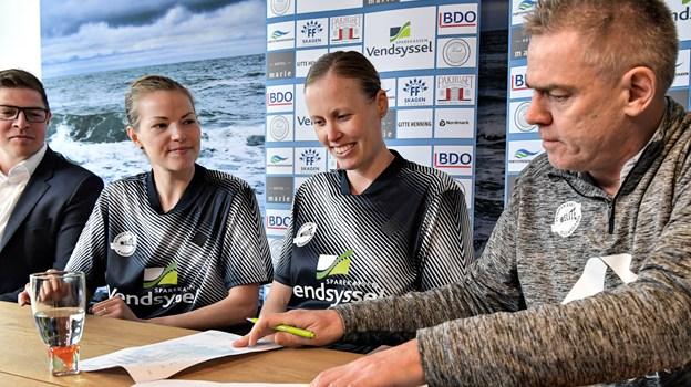 Christinna Pedersen og Kamilla Rytter Juhl har skrevet under på en etårig kontrakt gældende fra den kommende sæson.Foto: Mikkel Færgemann Viken
