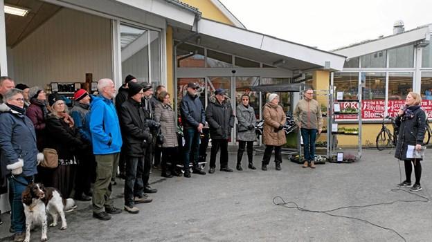 Omkring 30 deltog i den lille vandring i området, hvor projektleder Sofie Dybro fra arkitektfirmaet SLA præsenterede dele af den nye plan for fremtidens Tornby. Foto: Niels Helver