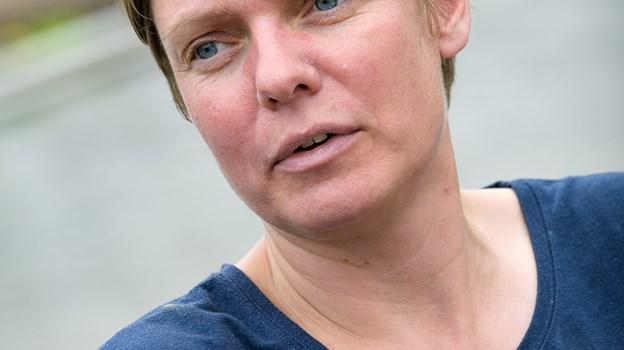 Det gør jo ikke noget, at der er lidt jord på grøntsagerne, siger Louise Lund Holm Thomsen. Foto: Bo Lehm