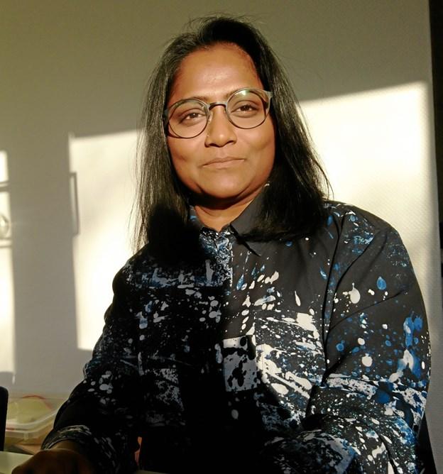 """Rathi Thevi Rajeswaran er født i Malaysia, og startede kort før jul og nytår selvstændig virksomhed på Mors. Under uddannelse i Danmark mødte hun nemlig en morsingbo, der var god til at """"sælge"""" øen."""