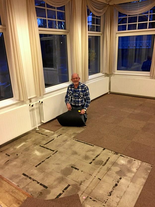 Det gamle gulvtæppe blev fjernet og er nu erstattet af et nyt gulv. Privatfoto