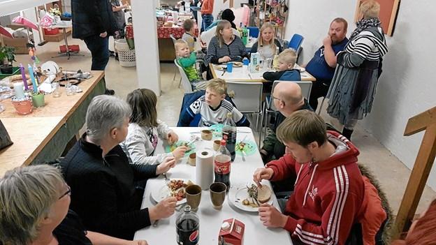 20 næstehjælpere var samlet om sammenskuds- og madspildsbuffet - en rigtig dejlig og hyggelig aften.