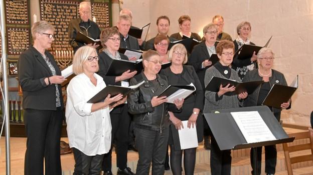 Hæstrup Kirkes kor synger for.   Arkivfoto: Hæstrup Kirke
