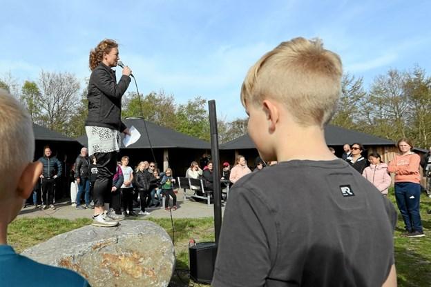 Skolerådmand Tina French Nielsen roste Hals Skoles fine muligheder for aktiviteter i det fri. Foto: Allan Mortensen Allan Mortensen