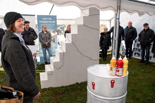 Klim får en længe ønsket byport, som borgerne søndag holdt rejsegilde for. Kunstværket kommer til at hedde Mælkevejen og har bred opbakning, både fra sponsorer i Aalborg, Thisted og Klim. Foto: Laura Guldhammer