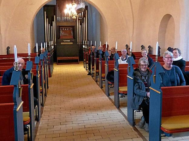 En halv snes mennesker deltog i den ny form for offentligt menighedsmøde. Det kunne ikke konkurrere med Julemarkedet i Als Hallen. Foto: Ejlif Rasmussen Ejlif Rasmussen