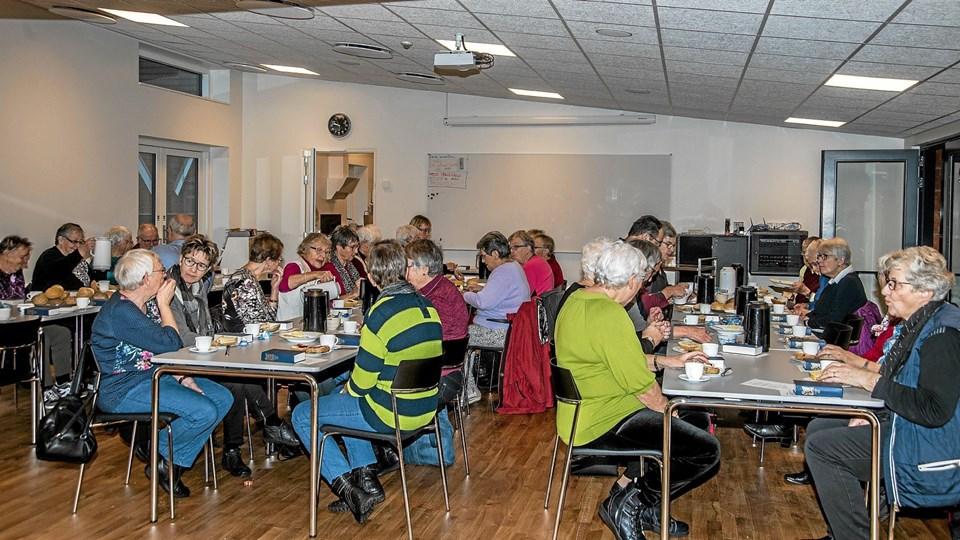 Så var der kaffe og rundstykker i sognehuset. Foto: Mogens Lynge Mogens Lynge