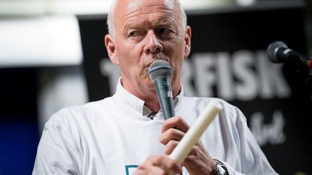 """Auktionarius Jes Holm Sørensen styrer en fiskeauktion i forbindelse med """"Haw Daw i Thy"""".Foto: Bo Lehm"""
