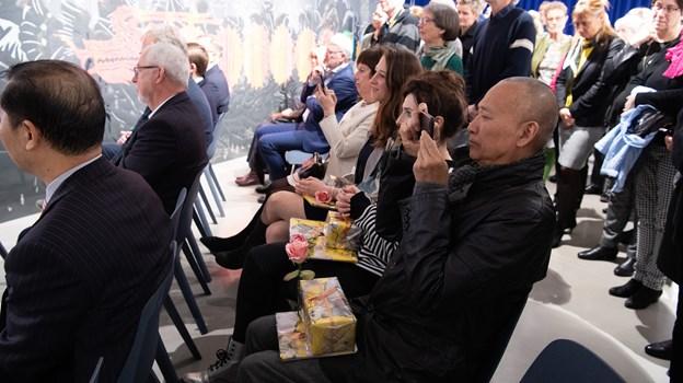 Til højre i billedet Xiaoguang Qiao, som Bit Vejle har samarbejdet med i forbindelse med tilblivelsen af Paper Dialogues.