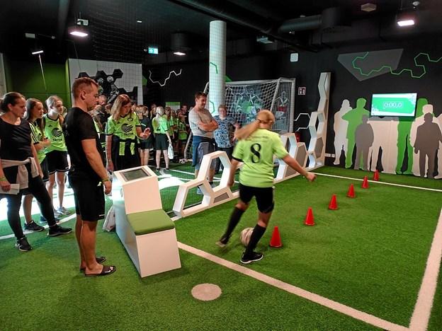 Thypigerne var også inde og besøge Fussballwelt, der er et slags fodboldlegeland og det eneste af sin slags i verden.Privatfoto: Bent Andersen