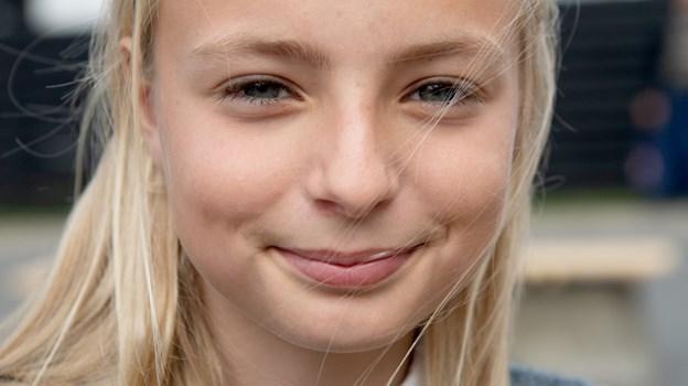 Emma Sørensen, 11 år: - Det er blevet rigtig flot, og det er fedt med et sted uden for hallen, hvor man kan være sammen med andre. Jeg synes selv, det er sjovt at stå på løbehjul, så jeg er sikker på, at jeg kommer til at bruge pladsen. © Lars Pauli