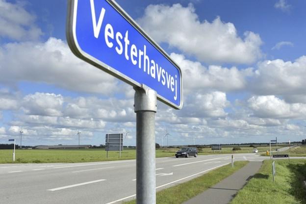 Det er her ved Vesterhavsvej, at den nye rundkørsel skal anlægges. Den ventes at være klar til sommeren 2020. Foto: Bente Poder