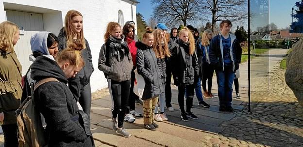 Lyttende VHG-elever i Jelling. Privatfoto