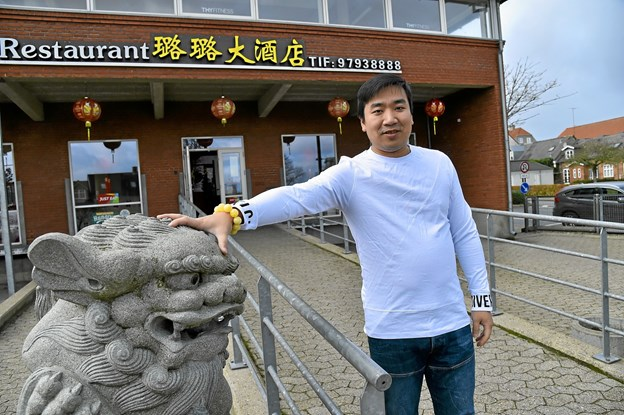 """Mange lurede lidt, da Wei """"Kim"""" Yang, indrettede kinesisk restaurant i det over 500 kvadratmeter store tidligere posthus. Men ved weekendernes rykind er der brug hvor hver en kvadratmeter. Foto: Ole Iversen Ole Iversen"""