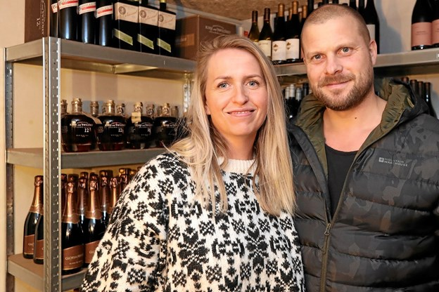 Caroline og René Kortegaard-Jensen står bag den nye butik i Hou. Foto: Allan Mortensen