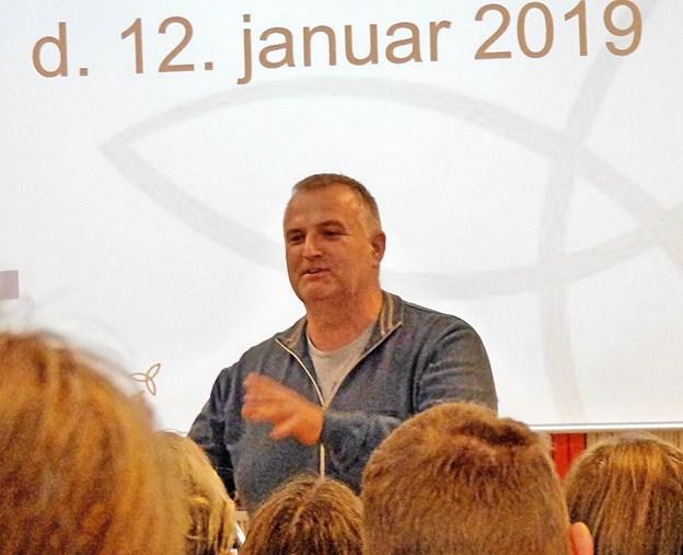 Mikael Busk, medlem af initiativgruppen til oprettelsen af en friskole, bød velkommen og ledede formiddagsmødet. Foto: Ejlif Rasmussen