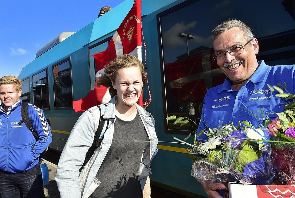 Katrine Bukh Villesen sammen med svømmeformand Jonas Jensen. Foto: Ole Iversen