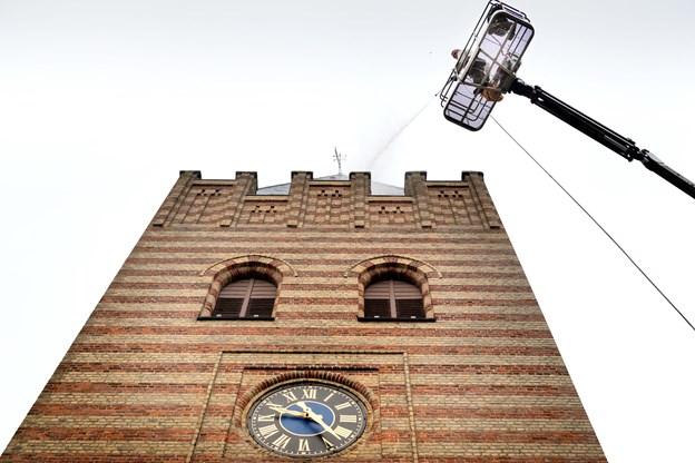 Se din kirke fra neden - og derefter din by for oven.