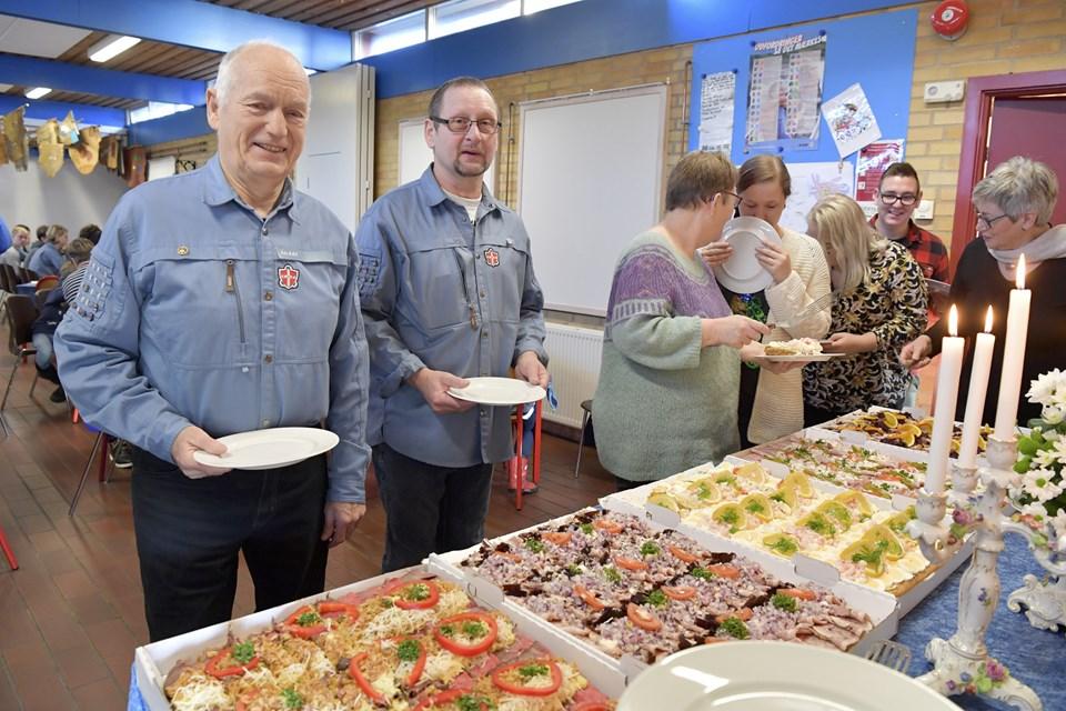 Knud Bilde og Frits Sørensen har været med i FDF Ålbæk  i 50 år,  og det blev fejret søndag med en hyggelig reception. Foto: Bente Poder