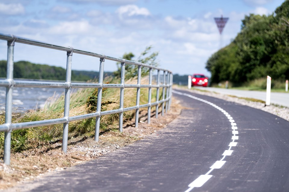Rækværket er lavet i galvaniseret jern og er cirka 1,20 meter højt. Det strækker sig over en lille kilometer mellem Mariager og Fladbjerg. Foto: Torben Hansen