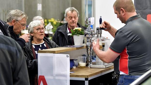 4500 gæster var gennem tælleapparaterne - og der var blandt andet travlt ved øl-hanerne. © Henrik Bo